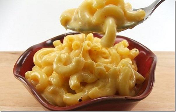 macarrao-com-molho-de-queijo-1